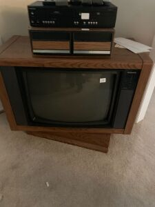 MAGNAVOX CONSOLE TV  WITH DVD AND VHS PLAYER