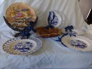 DECORATIVE PLATES AND FRUIT BOWL