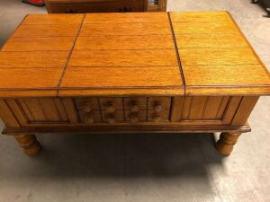 SOLID WOOD COFFEE TABLE WITH HINGED COMPARTMENTS ON BOTH SIDES FOR STORAGE