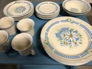 DAISY DESIGN STONEWARE DISHES (17)