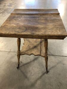 VINTAGE WOOD SIDE TABLE